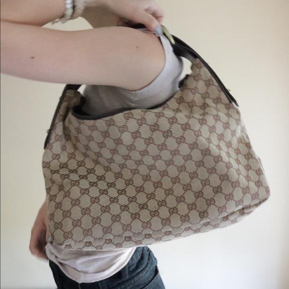 26f5499be007 Gucci Handbags - Gucci Supreme Canvas Shoulder Bag !